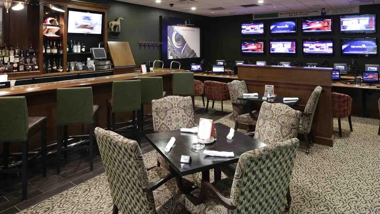 Hoosier Park's Winner's Circle Pub, Grille & Off-Track Betting 4