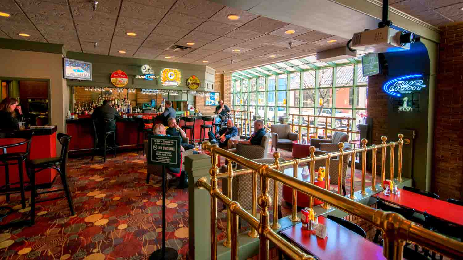 Pullman's Restaurant and Sports Bar at Crowne Plaza at Historic Union Station 3