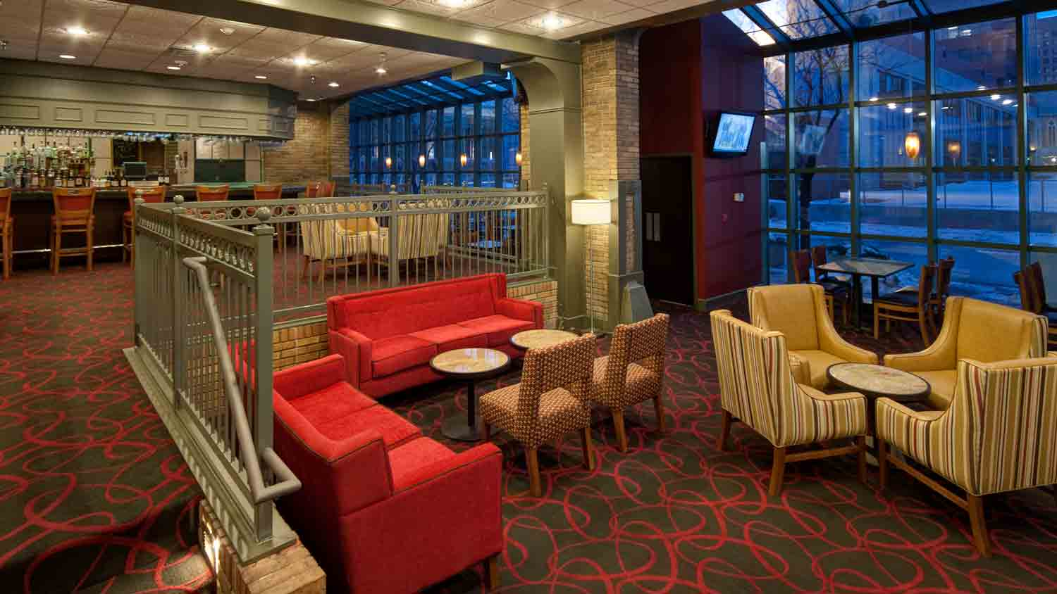 Pullman's Restaurant and Sports Bar at Crowne Plaza Indianapolis Downtown Union Station