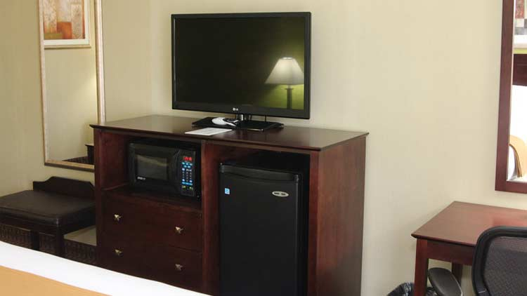 Holiday Inn Express & Suites West Indianapolis Airport 5