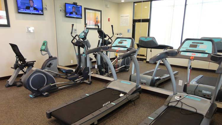 Holiday Inn Express & Suites West Indianapolis Airport 8