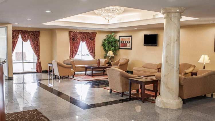 Comfort Suites Indianapolis Airport 2