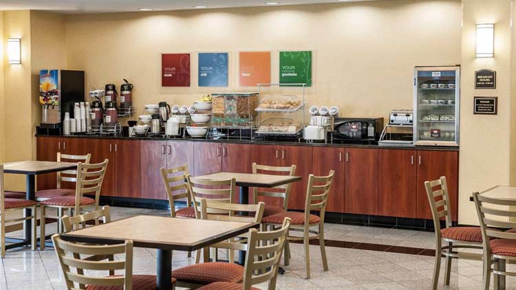Comfort Suites Indianapolis Airport 8
